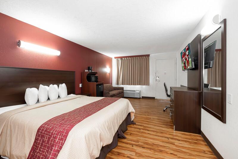 Red Roof Inn Starkville - University Single King Room Image