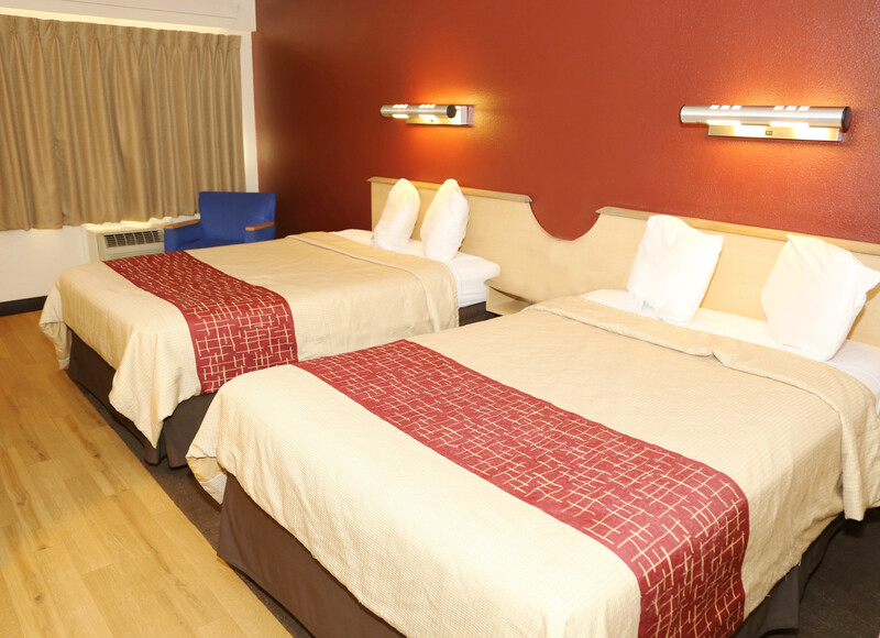 Red Roof Inn Enfield Deluxe Double Room Image