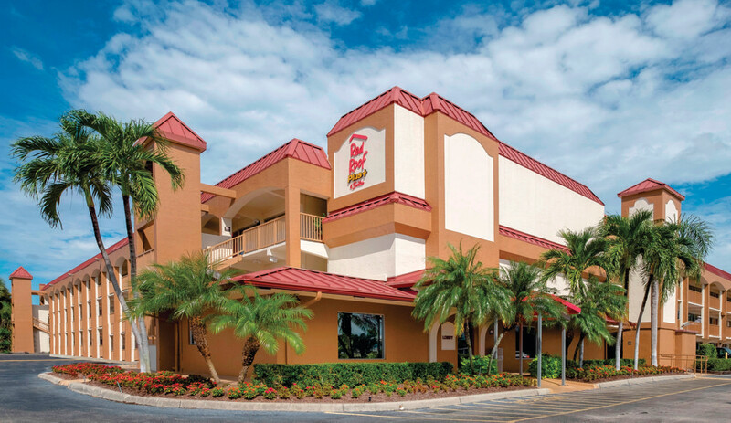 Red Roof PLUS+ & Suites Naples Downtown-5th Ave S Property Exterior
