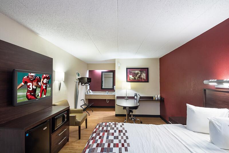 Red Roof Inn Cincinnati East - Beechmont Single King Room Image