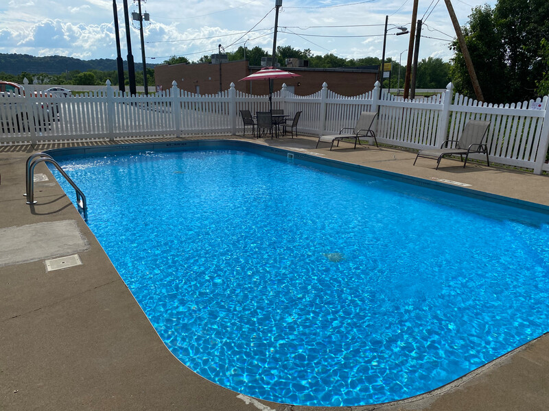 Red Roof Inn Portsmouth - Wheelersburg, OH Outdoor Pool Image