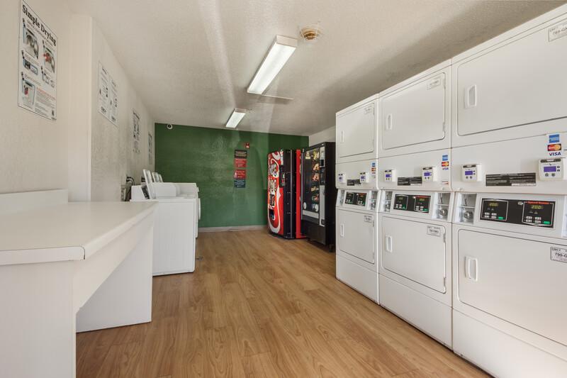 HomeTowne Studios Dallas - Mesquite Guest Coin Laundry