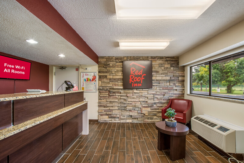 Red Roof Inn Saginaw - Frankenmuth Front Desk and Lobby