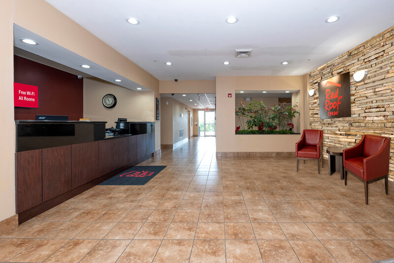 Red Roof Inn Houma Front Desk and Lobby Image