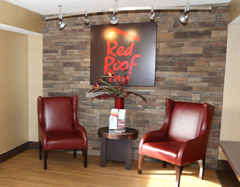 Red Roof Inn Enfield Lobby Sitting Area Image