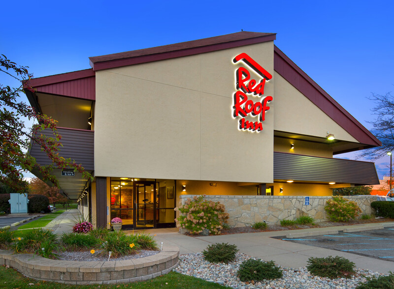 Red Roof Inn Detroit Metro Airport - Taylor Property Exterior Night Image