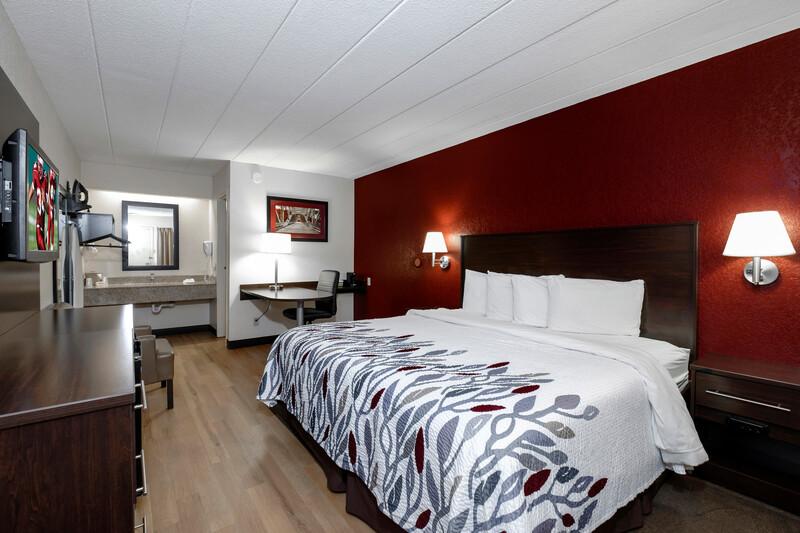 Red Roof Inn Bakersfield Single King Room Image