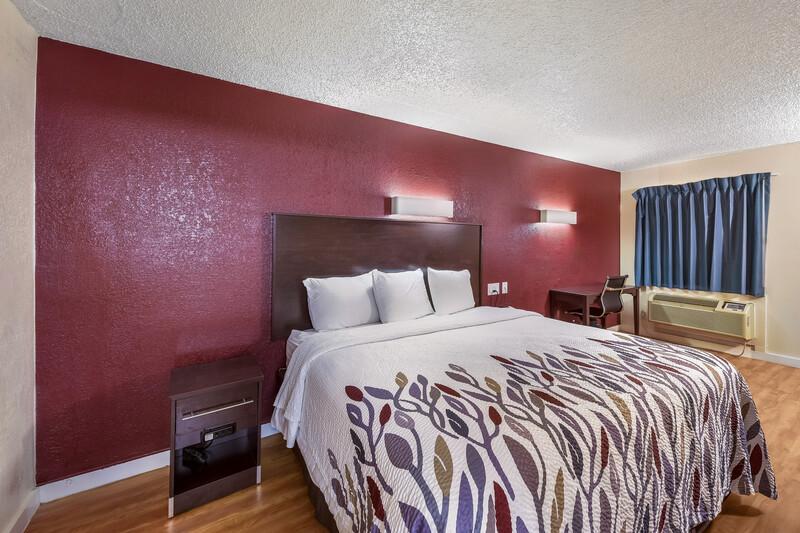 Red Roof Inn Plano Single King Room Image Details