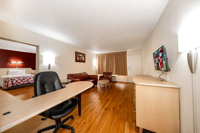 Red Roof Inn & Suites Wytheville Suite King Room Image