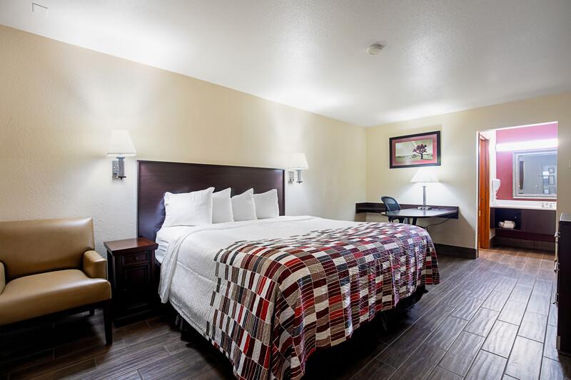 Red Roof Inn Kingman Single Kind Bed Room Image