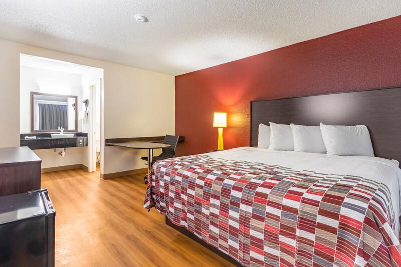 Red Roof Phoenix - Midtown King Room Image