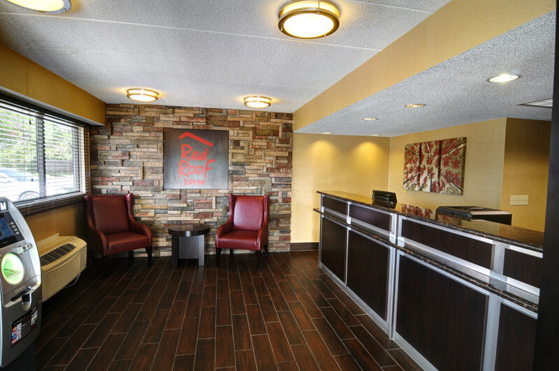 Red Roof Inn Flint - Bishop Airport Front Desk and Lobby Image