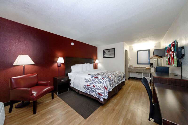 Red Roof Inn Ft Myers Single King Room Image