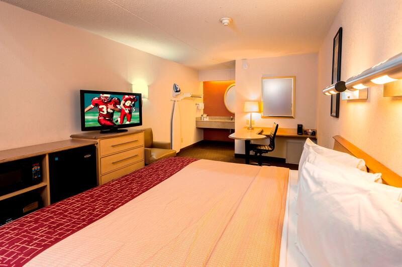 Red Roof Inn Buffalo - Hamburg/1-90 Deluxe King Room Image