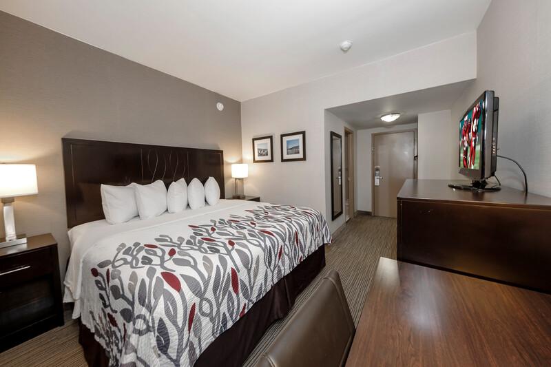 Red Roof Inn & Suites Newburgh – Stewart Airport Single King Room Image