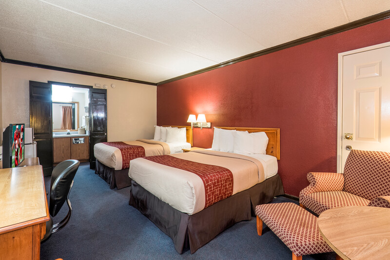 Red Roof Inn Uhrichsville Double Bed Room Image Details