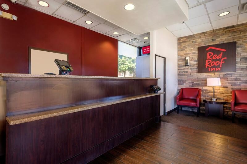 Red Roof Inn Atlanta – Suwanee/Mall of Georgia Front Desk Lobby Image
