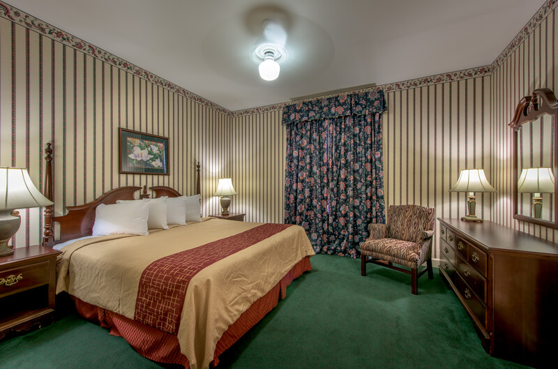 Red Roof Inn & Suites Albany, GA Single King Room Image