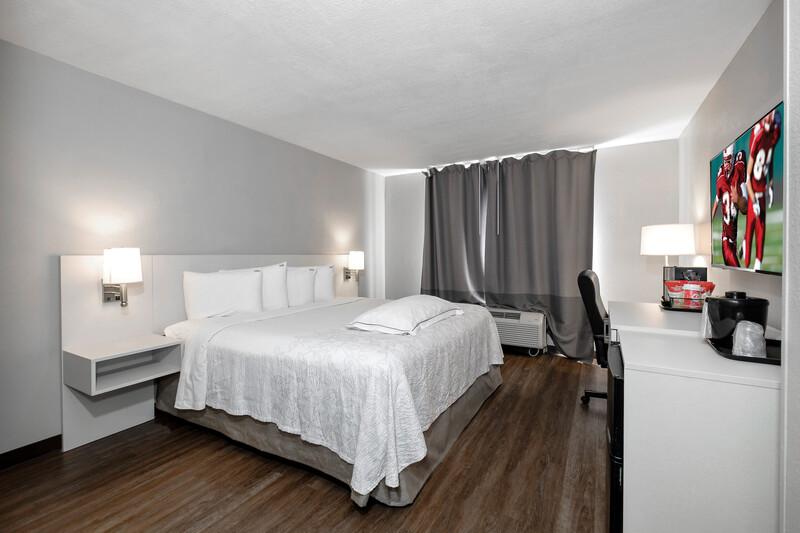 Red Roof PLUS+ Orlando-Convention Center Premium King Room