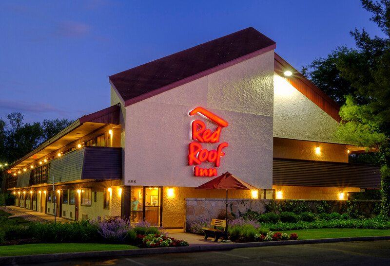 Red Roof Inn Parsippany Property Exterior Night Image Details