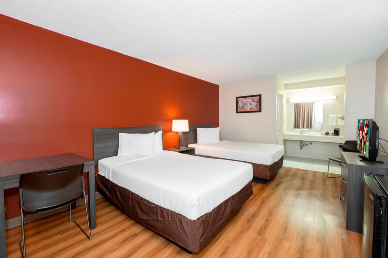Red Roof Inn MacClenny Deluxe Double Bed Room Image