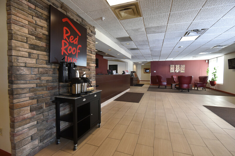 Red Roof Inn Lexington – Winchester Lobby and Coffee Area