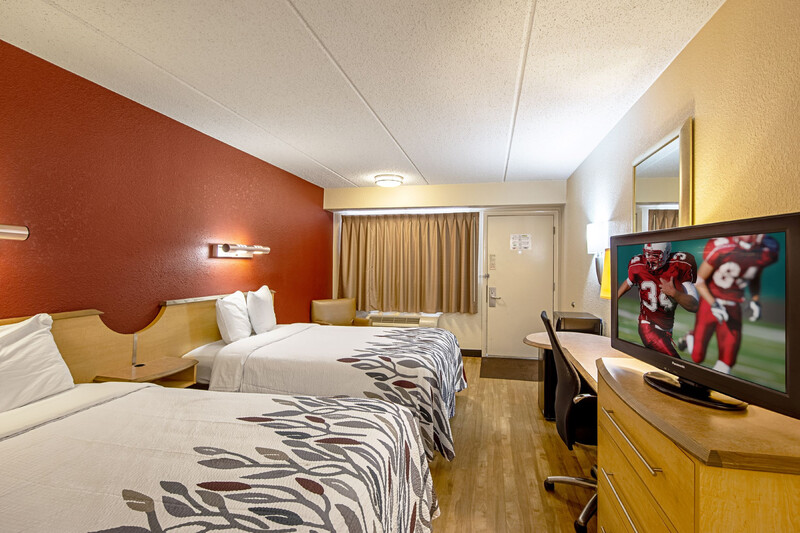 Red Roof Inn Virginia Beach Deluxe Double Bed Room Image