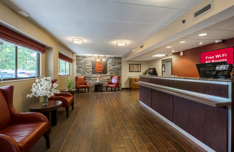 Red Roof Inn & Suites Milford - New Haven Front Desk and Lobby Image