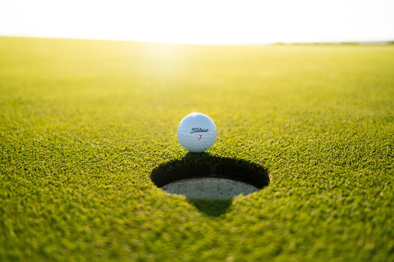 golf putting image
