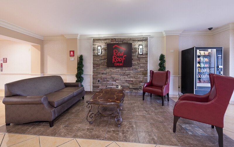 Red Roof Inn Etowah – Athens, TN Lobby Sitting Area Image Details