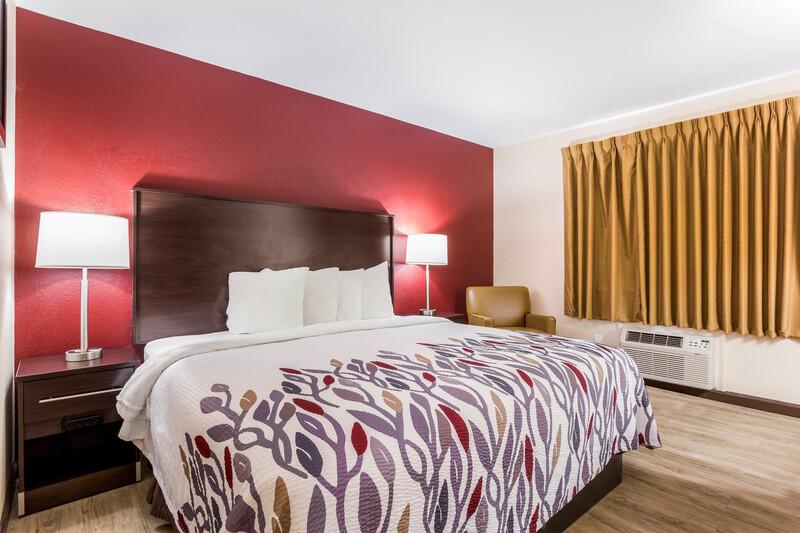 Red Roof Inn Dry Ridge Single King Room Image