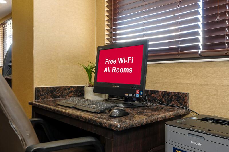 Red Roof Inn Lansing East - MSU Business Center Image