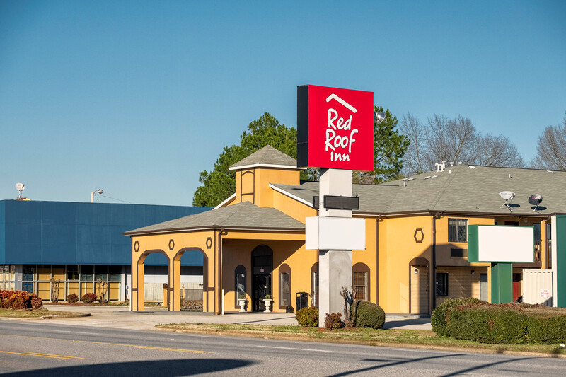 Red Roof Inn Muscle Shoals exterior