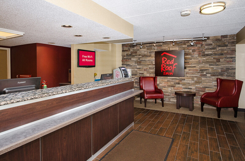 Red Roof Inn Philadelphia - Oxford Valley Front Desk and Lobby Image