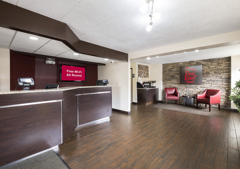 Red Roof Inn Chicago-O'Hare Airport/Arlington Hts Front Desk