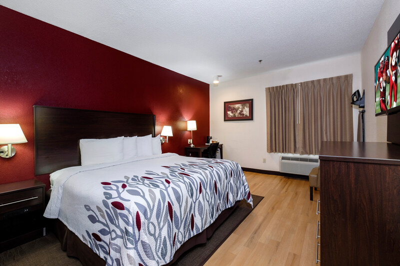 Red Roof Inn & Suites Dover Single King Room Image