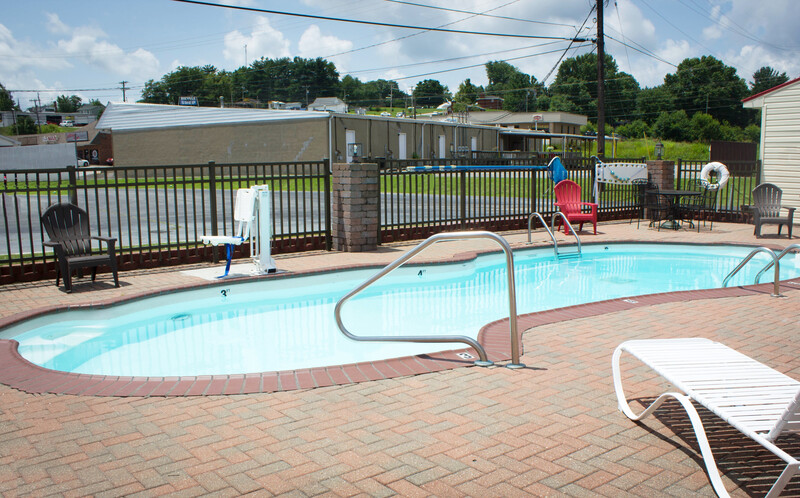 Red Roof Inn Somerset Outdoor Swimming Pool Image Details