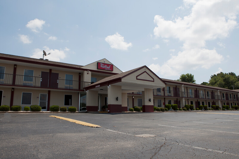 Red Roof Inn & Suites Jackson, TN Property Exterior Image