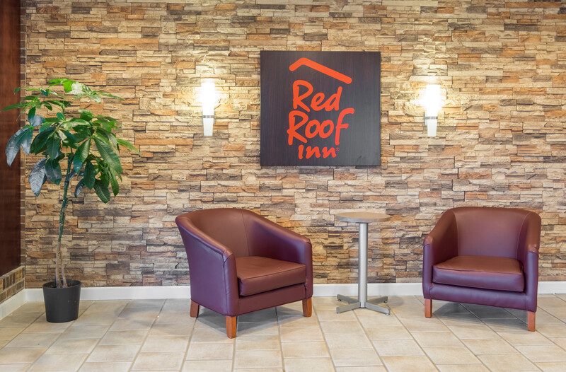 Red Roof Inn & Suites Wytheville Lobby Sitting Area Image