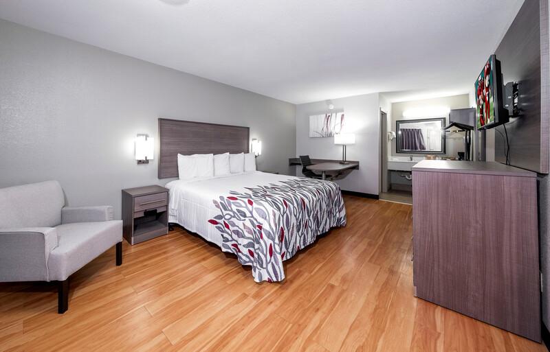 Red Roof Inn Bay Minette Single King Room Image