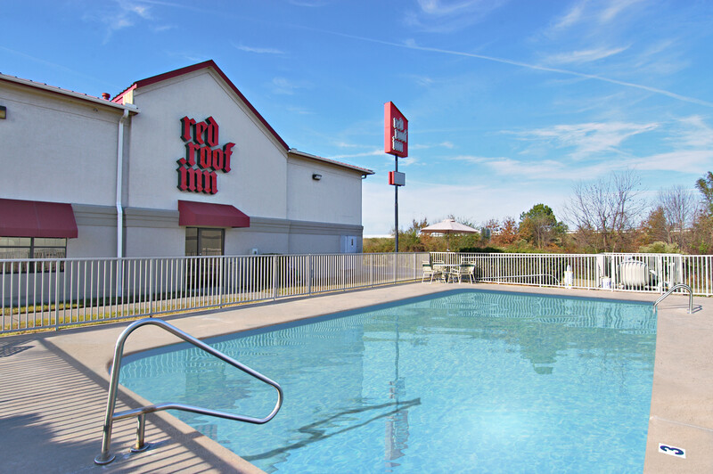 Red Roof Inn North Little Rock Pool Image