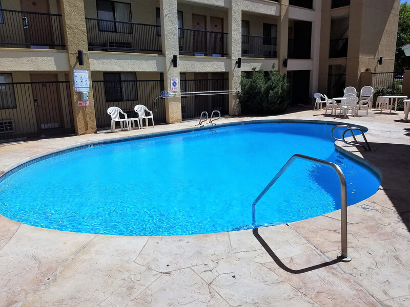 Red Roof Inn Albuquerque - Midtown - Pool Image