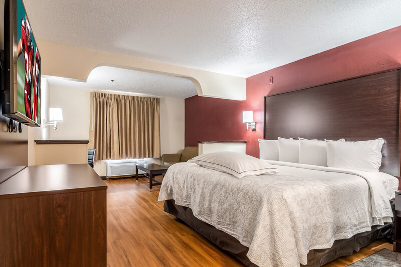 Red Roof PLUS+ & Suites Atlanta Airport South King and Sofabed