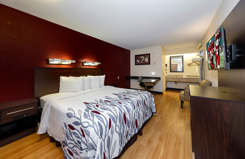Red Roof Inn Dallas - DFW Airport North Single King Bed Room