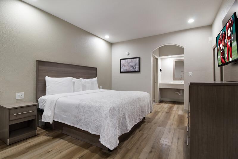 Red Roof Inn Galveston - Beachfront Single King Room Image