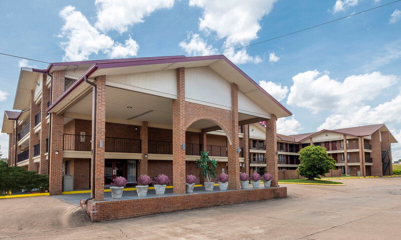 Red Roof Inn & Suites Bossier City Exterior Property Image