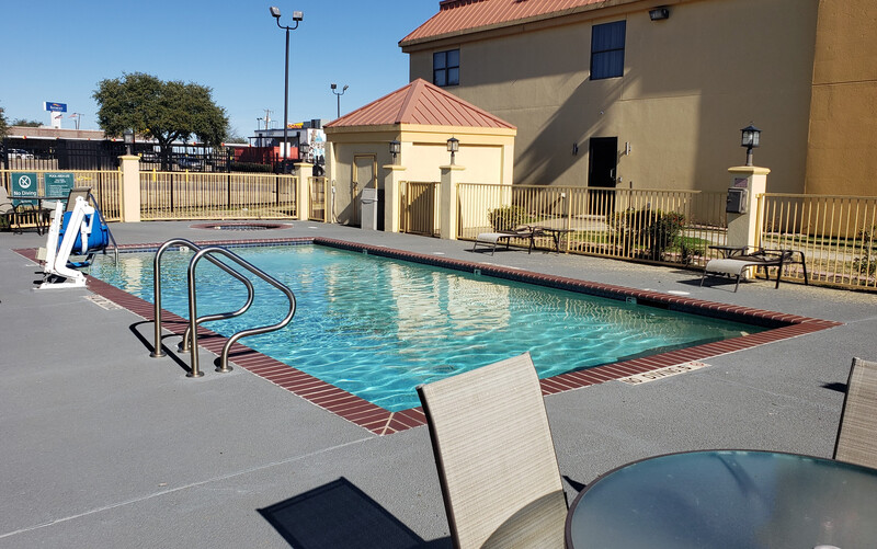 Red Roof Inn Terrell Outdoor Swimming Pool