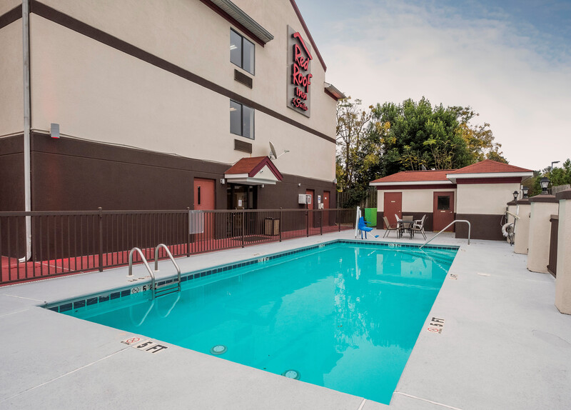 Red Roof Inn & Suites Augusta West Outdoor Swimming Pool