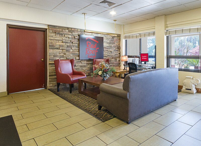 Red Roof Inn Montgomery - Midtown Lobby Sitting Area