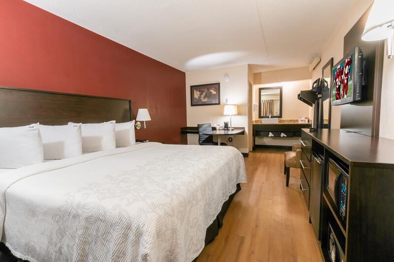 Red Roof PLUS+ Columbus - Dublin Single King Room Image